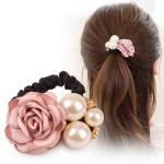 Gumička do vlasů s růží a perlami - růžová